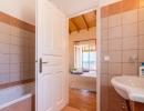 villa-zeta-bathroom-03